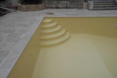 g  Piscine rénovée à Roussillon