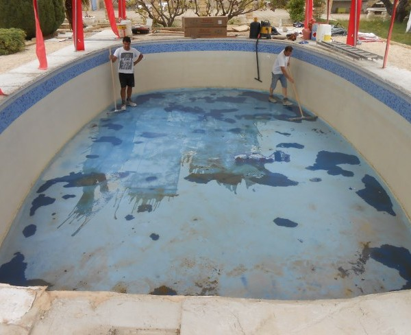 Piscine b ton avec mur m tallique sud resine for Resine pour piscine beton