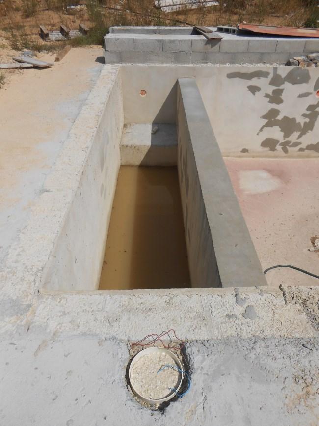 piscine beton neuve sud resine. Black Bedroom Furniture Sets. Home Design Ideas