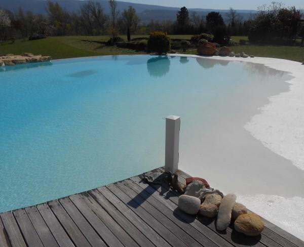 chantier piscine avec plage californienne sud resine. Black Bedroom Furniture Sets. Home Design Ideas