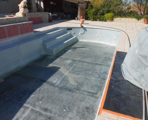 R paration piscine b ton et carrelage sud resine for Coque de piscine en resine