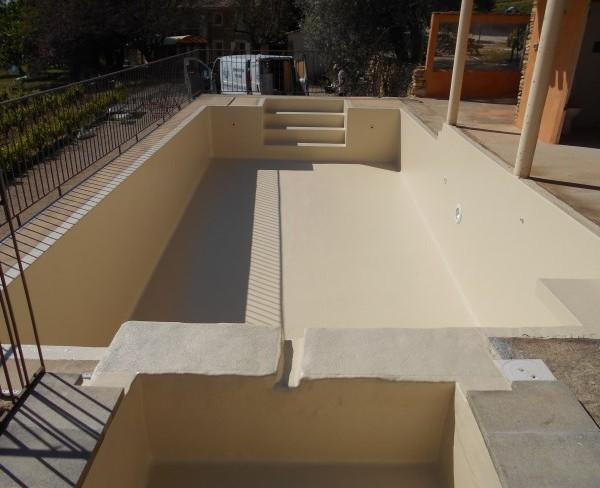 piscine stratifiée à Beaumes de Venise