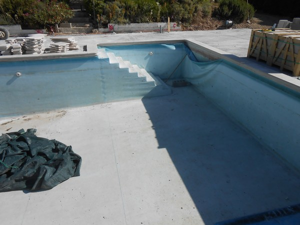 R novation piscine b ton sud resine for Pose liner piscine beton