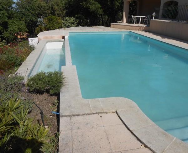 Revetement piscine beton cheap piscine beton with for Revetement piscine polyester