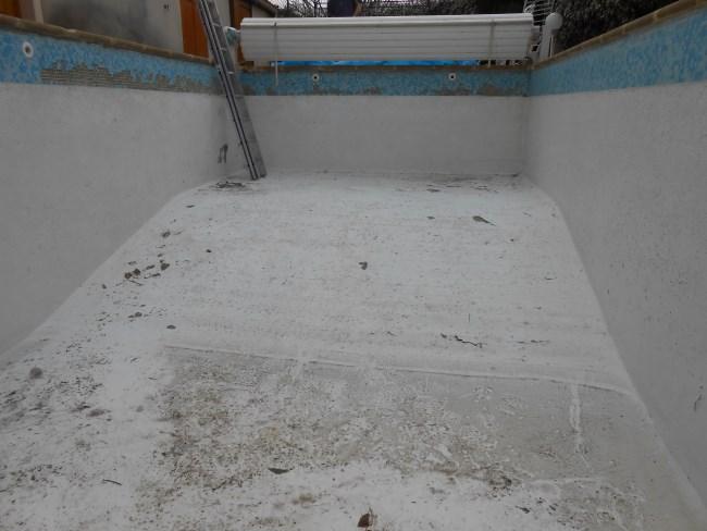 Piscine b ton peint sud resine for Peinture piscine beton