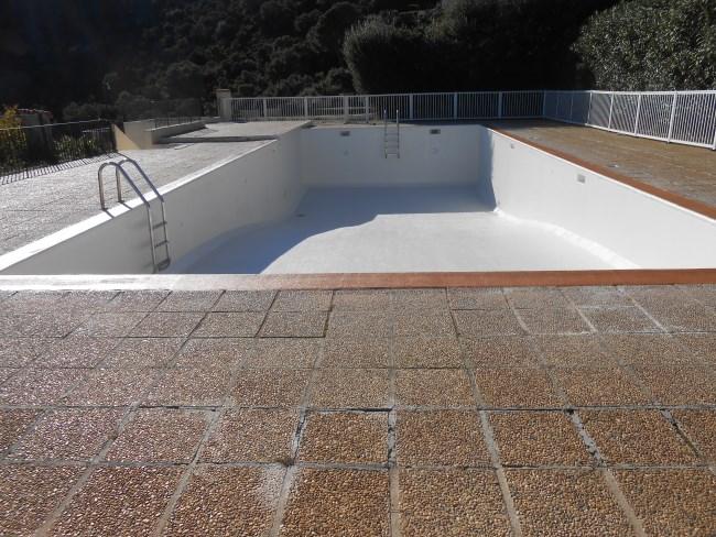 R paration piscine b ton et carrelage sud resine for Renovation piscine beton